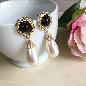 Black and gold teardrop pearl earrings